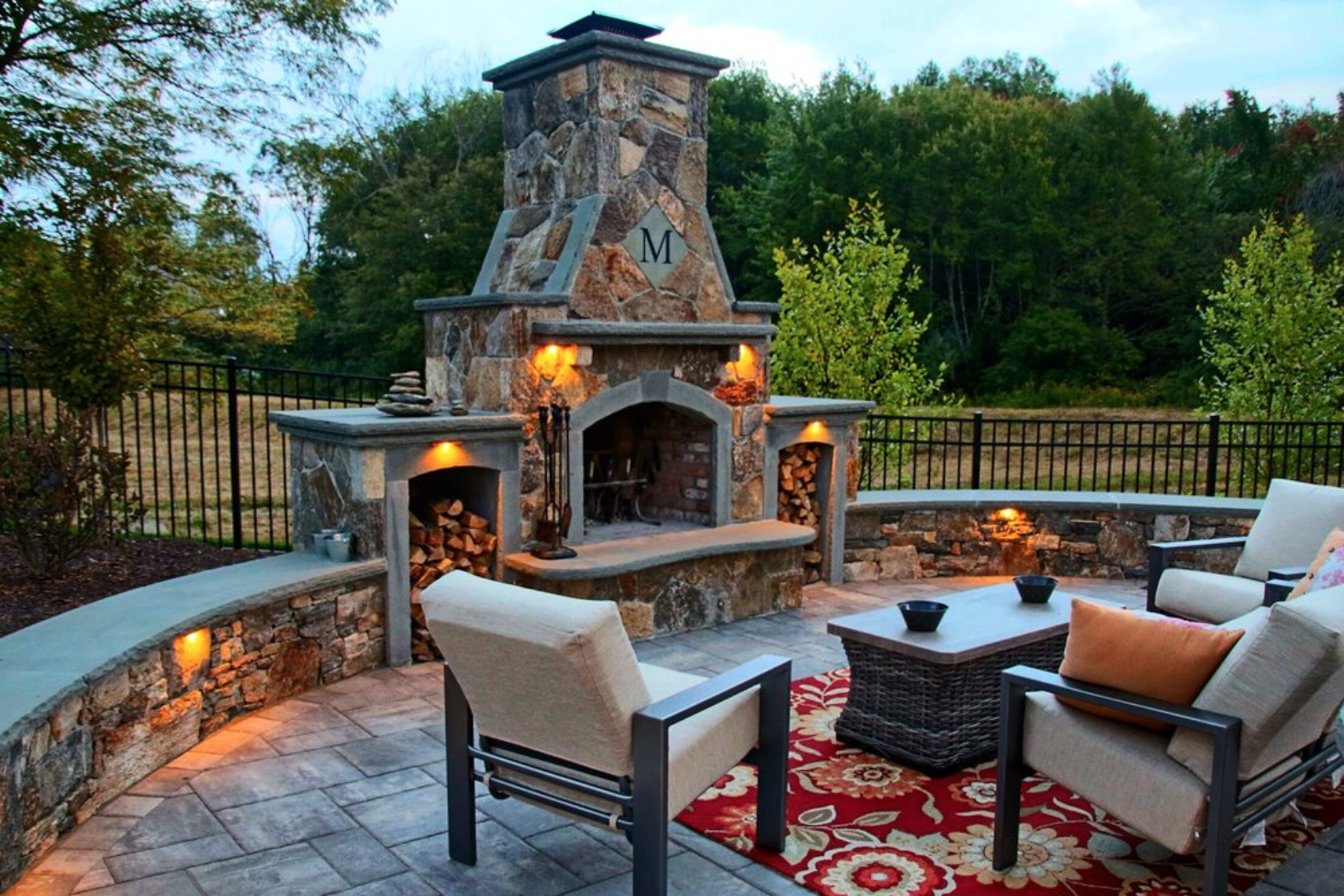 8 gorgeous ideas for the perfect bonfire space cutting - Outdoor living spaces with fireplace ...