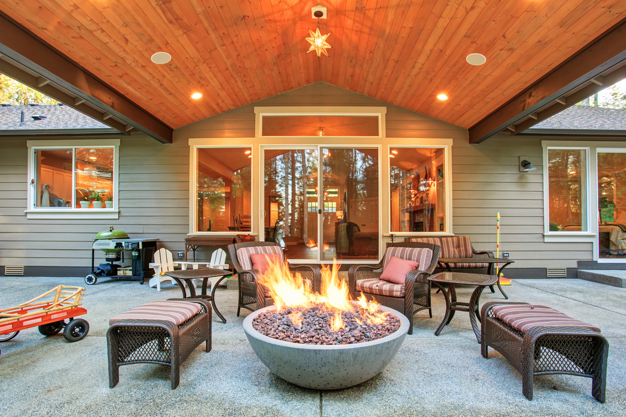 8 Gorgeous Ideas For The Perfect Bonfire Space   Cutting ... on Patio And Firepit Designs id=90200