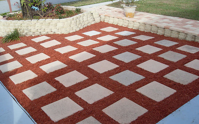 Using Decorative Mulch As A Design Element Ideas Photos