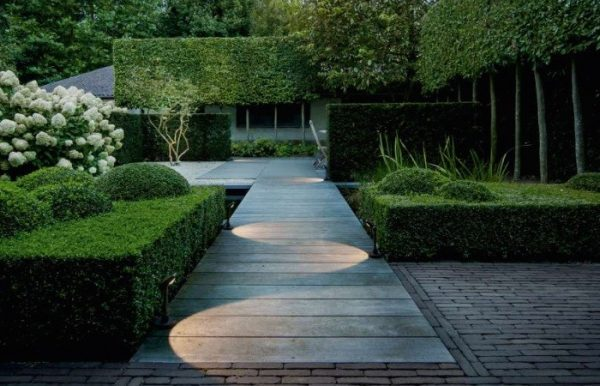 Be Green And Save Using Solar Outdoor Lighting