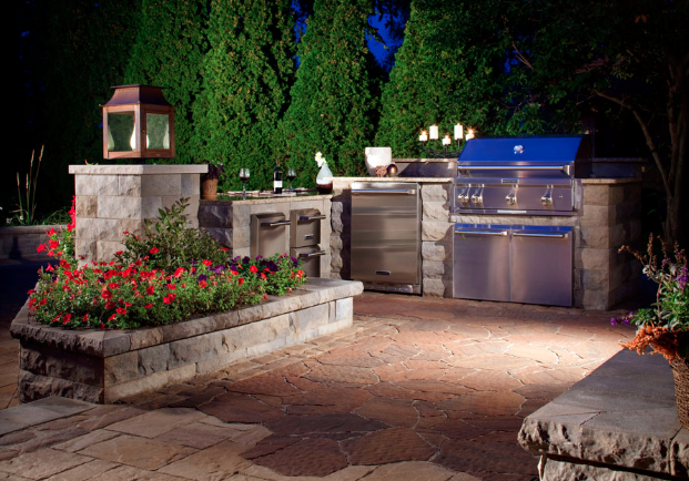 Beef Up Your Backyard BBQ With An Outdoor Kitchen: 10 Ideas ...